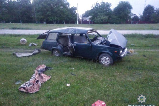 У Немирівському районі вінничанин на «ВАЗ» в'їхав у стовп. Водій та пасажирка у лікарні