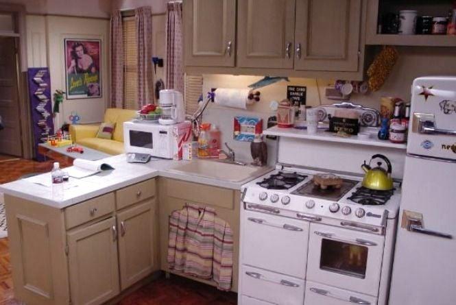 Как правильно расставить мебель в маленькой кухне