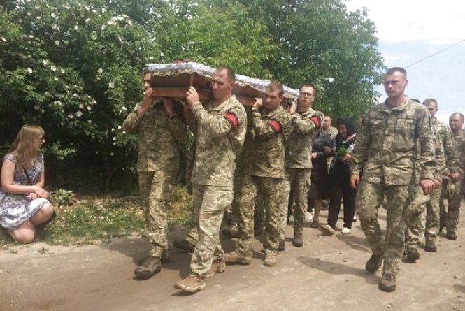 На Вінниччині провели в останню путь 23-річного снайпера, який загинув на Донбасі
