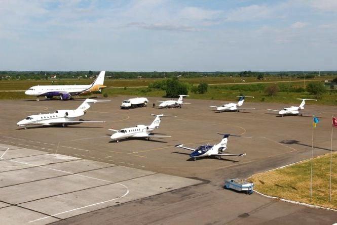 Рекордний день аеропорту «Вінниця»: крім регулярних рейсів, зустрічали ще й футбольних фанів