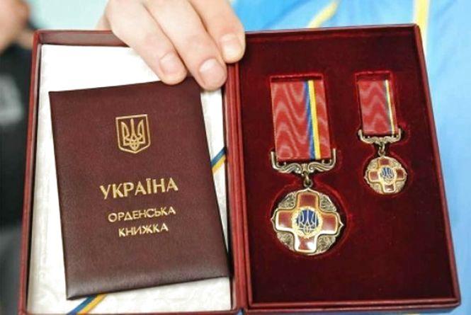 Президент нагородив героя з Вінниччини та трьох усиновителів