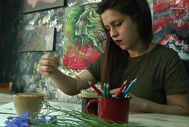 «Порція еспресо і портрет готовий»: художниця, яка пише картини кавою