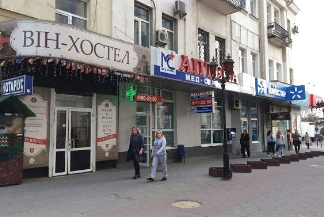 До дня Вінниці на 74-х будинках по вулиці Соборній змінять рекламні вивіски
