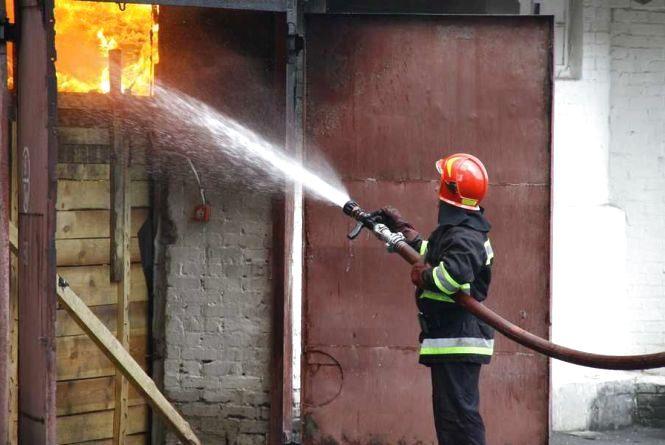 Пожежники показали, як гасили склади в Жмеринці