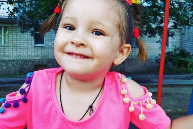 Врятувати життя дворічної Насті зможуть ізраїльські лікарі. Родині потрібна допомога