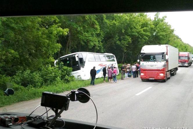 На Вінниччині у кювет з'їхав автобус з людьми