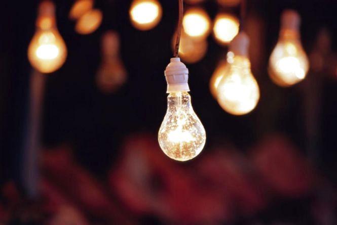 Дев'ять годин без світла. Кого завтра торкнуться планові відключення?