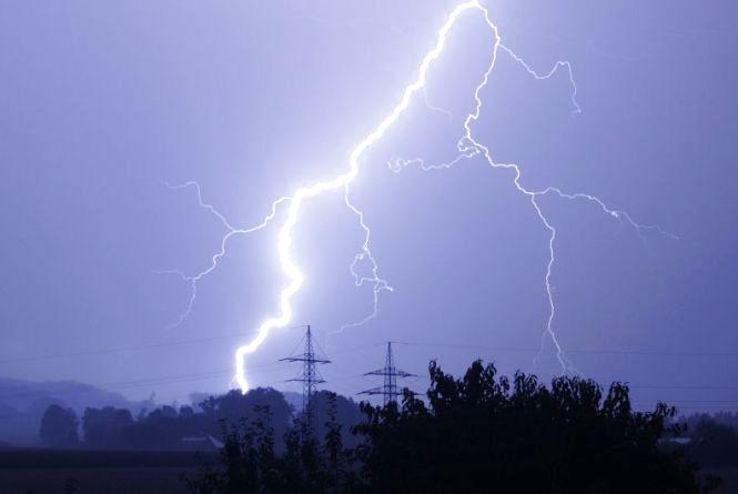 У Літинському районі від удару блискавки загинув 48-річний чоловік