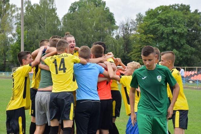 Юні футболісти з Вінниччини обіграли професійних спортсменів  із Молдови (Прес-служба ГО «Соціальний центр МХП»)