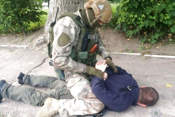 Затримали банду, яка катувала вінничан. Рекетири замінували авто поліцейського