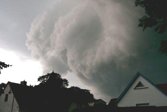 Буревій в Україні: залишились без світла 380 містечок. Вінниччину не оминуло