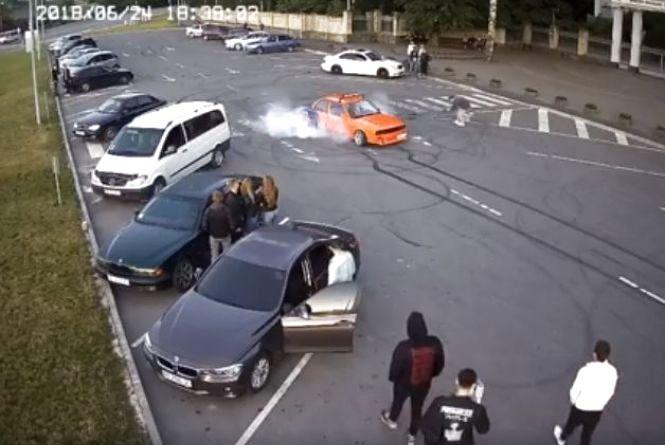 Вінничанину, який виконував дрифт на парковці, загрожує до 1360 гривень штрафу