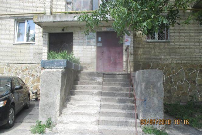 Вінниця 4 липня: ДТП, не скошена трава та пошкоджені сходи до будинку