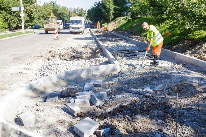 На Ващука почали ремонтувати дорогу. Що там планують зробити?