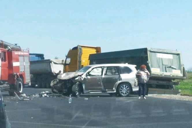 ДТП у Калинівці: Lexus зіткнувся з машиною ДСНС