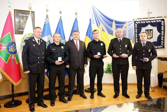 Поліцейські, які у Флорино затримали чоловіка з гранатою, отримали нагороди