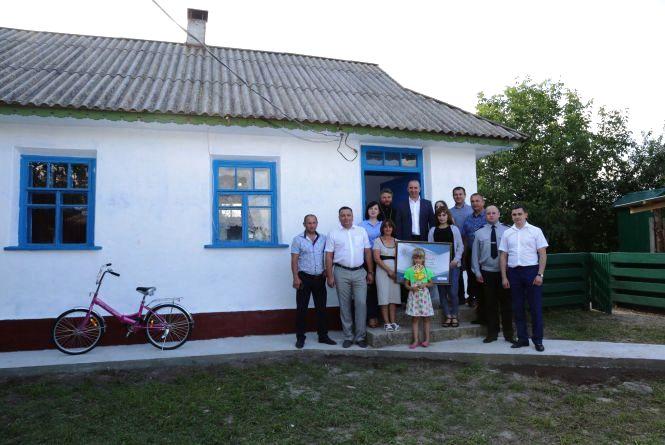 Поліцейські Вінниччини купили та облаштували будинок для малозабезпеченої родини