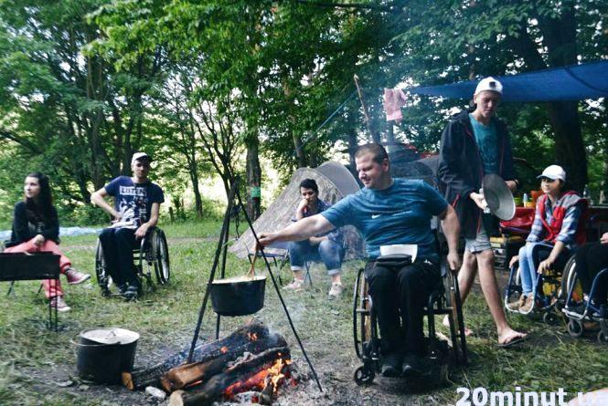 Борщ з вогнища та ночі у наметах. «Гармонія» реалізувала «Eco Camping»