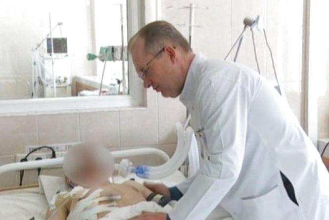 Життя на волосині: у лікарні Мечниковa рятують вінничaнинa з передової
