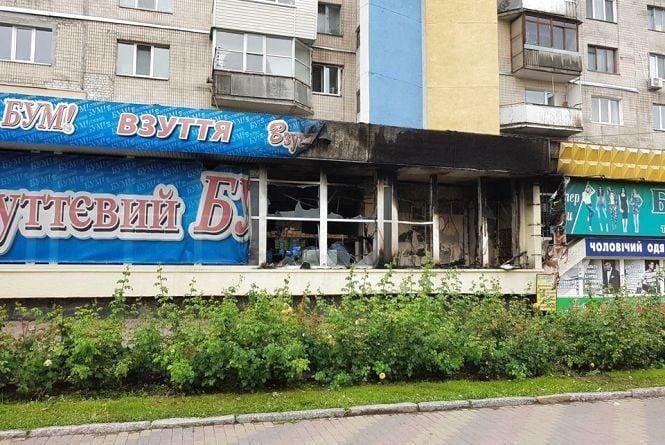 Підпал? На Коцюбинського згорів «Взуттєвий бум». Гасили 13 пожежників