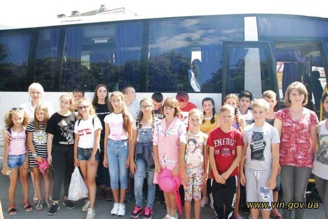 Діти загиблих учасників АТО вирушили на відпочинок до Польщі