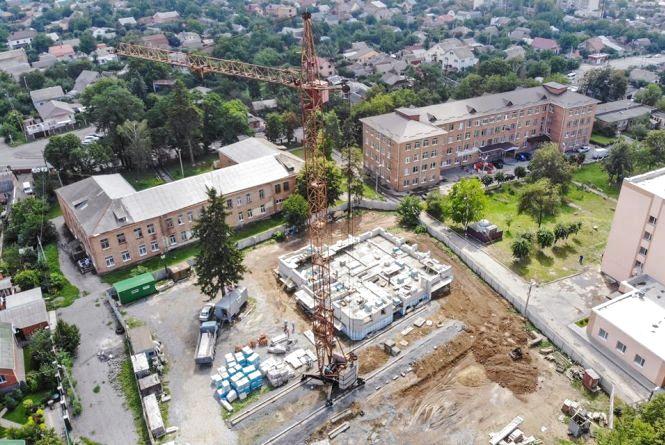 Будують муніципальне житло по Маяковського. Вже розподіляють квартири