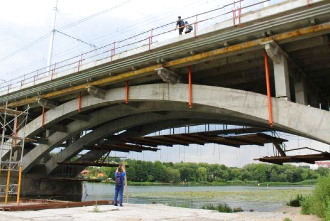 Завтра перекриють рух транспорту через Київський міст. Як ходитимуть маршрутки?