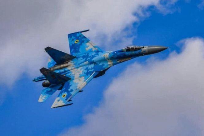 Вищий пілотаж: Вінничани на винищувачах Су-27 влаштували авіашоу у Британії