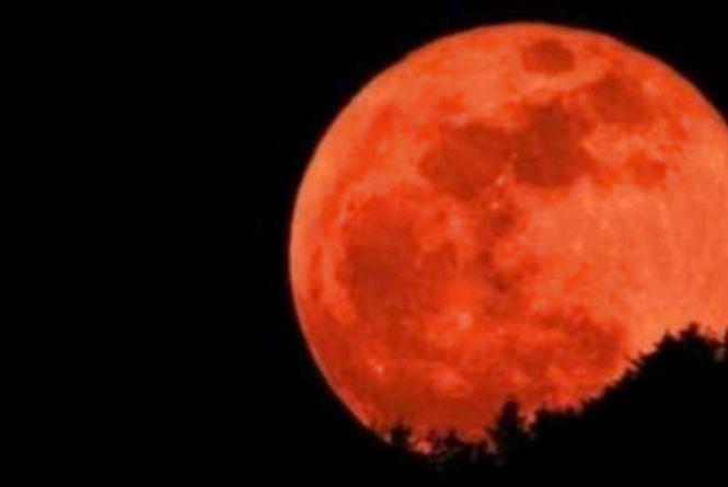«Кривавий Місяць»: що потрібно знати про місячне затемнення 27 липня?