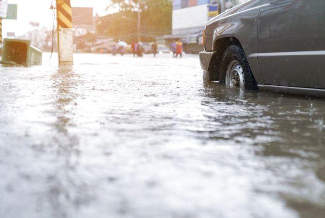 Куди звертатися якщо вулиця стає «річкою» у зливу?