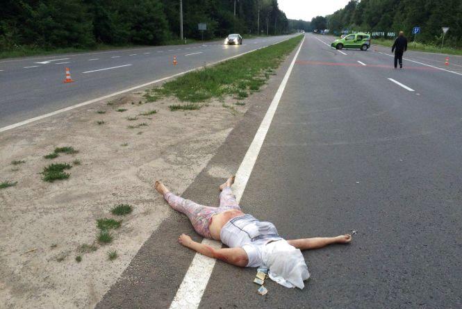 Смертельна ДТП біля Гостевії: водій «Фіату» збив жінку. Особу загиблої встановлюють