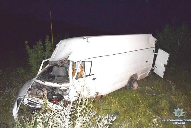 ДТП на Вінниччині: ВАЗ врізався у мікроавтобус, є загиблі