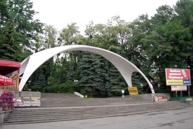 Судили вінничанина, який мастурбував у Центральному парку на очах у людей