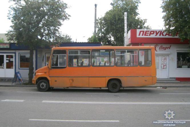 На Вінниччині жінка виходила з автобуса та потрапила під його колеса