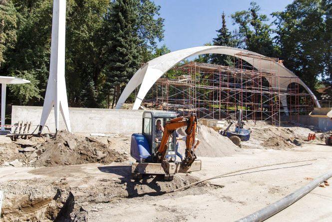 До кінця року оновлять арку біля Центрального парку. Що там роблять?
