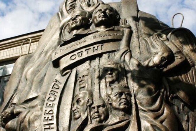 «Не буде цей пам'ятник стояти».  Акцію протесту планують у Жмеринці рідні загиблих на Майдані