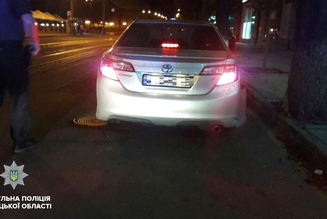 На Соборній патрульні зупинили п'яного водія Toyota з підробним посвідченням