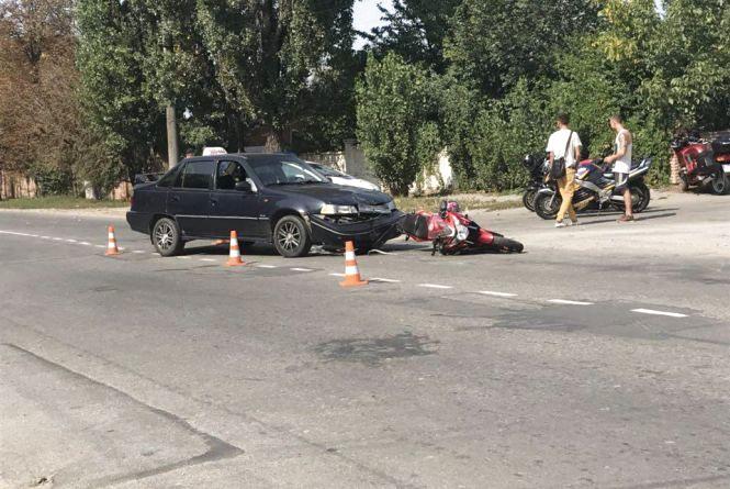 ДТП на Сабарові: водій Daewoo врізався у мотоцикл. Відео за вихідні