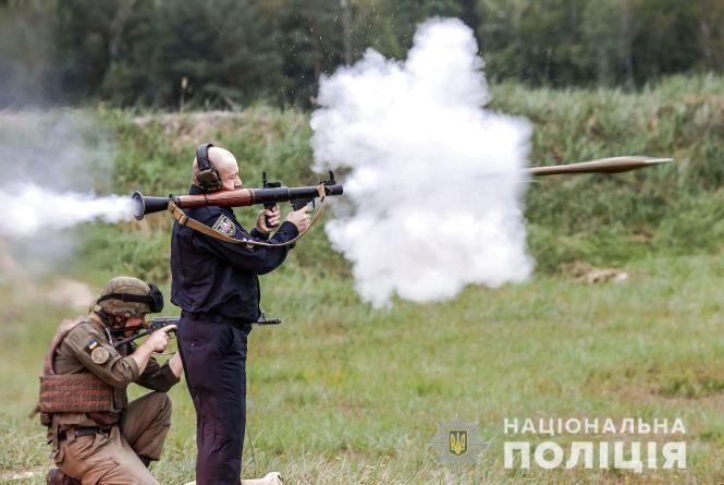 Показали відео, як керівники Нацполіції стріляли з гранатометів