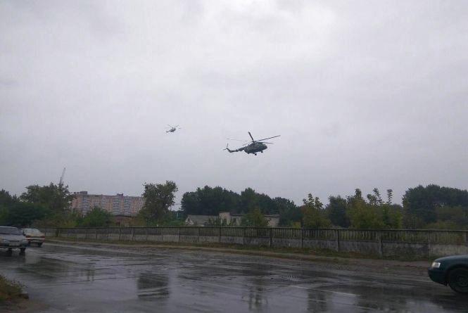 У Вінницю прилетів президент Петро Порошенко. Фото з соцмереж