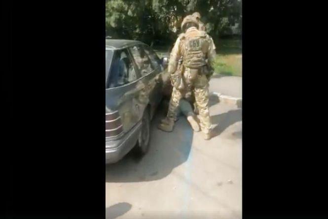 Гранати та набої. У Вінниці СБУ затримала торговця зброєю