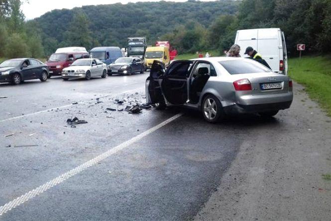 У потрійній ДТП на Львівщині постраждала сім'я з Вінниці. Двоє діток та жінка у лікарні