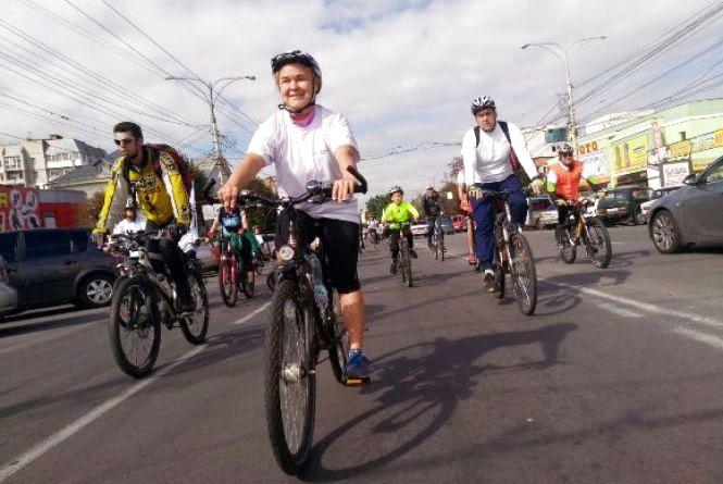 «На проспекті Коцюбинського катаюсь дуже рідко, бо страшно» – як пройшов перший велозабіг від VinMile