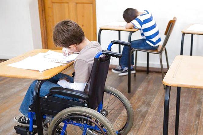До школи пустять супроводжуючих дітей з особливими освітніми потребами