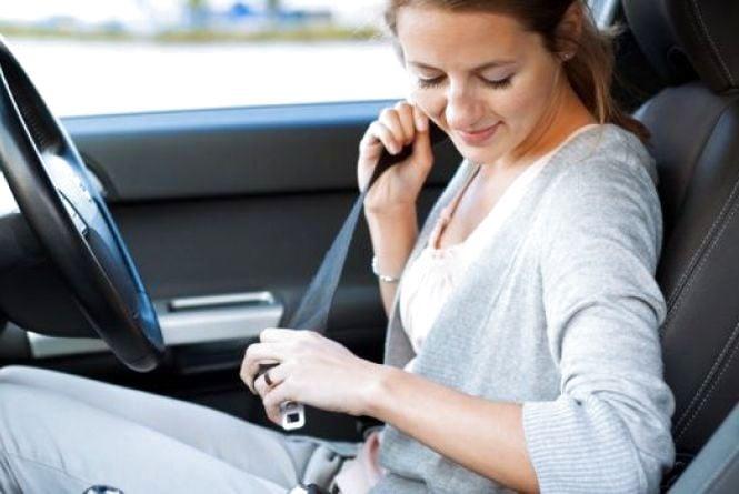 Хто буде оплачувати штраф за непристебнутого пасажира в авто?