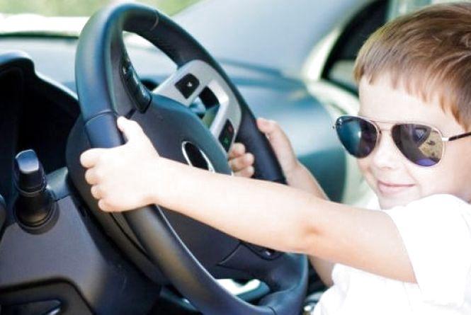 Влада може дозволити українцям їздити без водійських прав