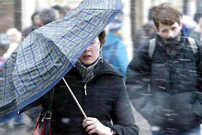 Зима на порозі: активний циклон принесе шквали та мокрий сніг (Прогноз на тиждень)