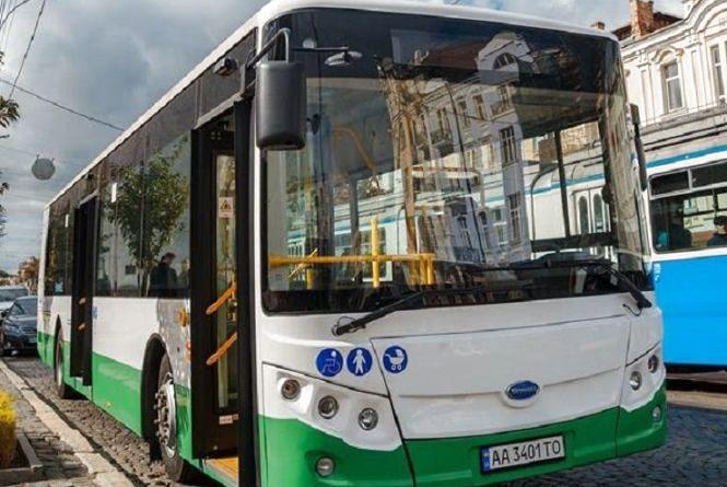 У Вінниці тестують електричний автобус. Він вийшов на 19 маршрут