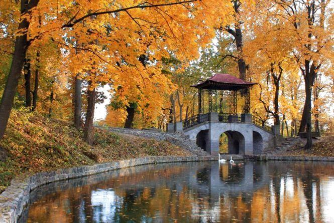 Куди поїхати у жовтні: бюджетні подорожі Україною