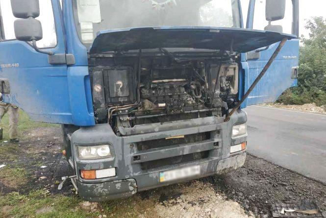 У Барському районі на ходу загорілася вантажівка MAN